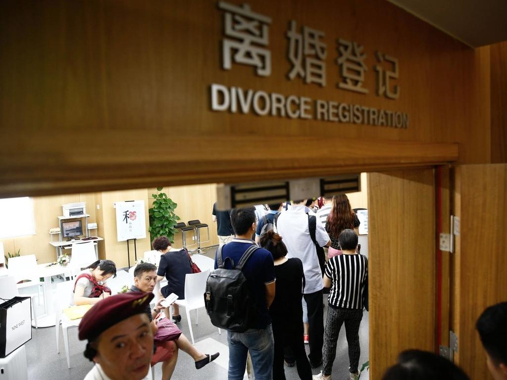 不少民眾認為,勸退小三可減少婚變傷害,有需求之下,勸退小三機構生意興旺