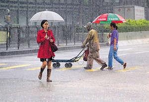 香港在上月下旬迎來今年首個黑色暴雨警告,未來會有更多年份極端多雨,因此如何將降雨收集,並在處理後加以運用,是重要的課題。(資料圖片)