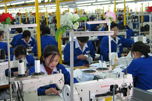 圖為北韓開城的工廠工人。外媒引述消息指,中國正在削減北韓工人數量。