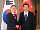 南韓總統文在寅7月6日在德國柏林與中國國家主席習近平會晤,這是文在寅上台以來的首次中韓首腦會晤。