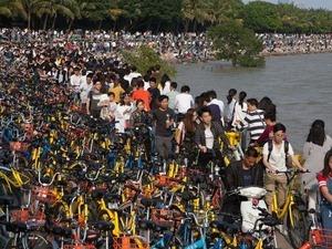 共享單車給民眾出行帶來方便的同時,亂停亂放、佔用道路等問題也飽受詬病