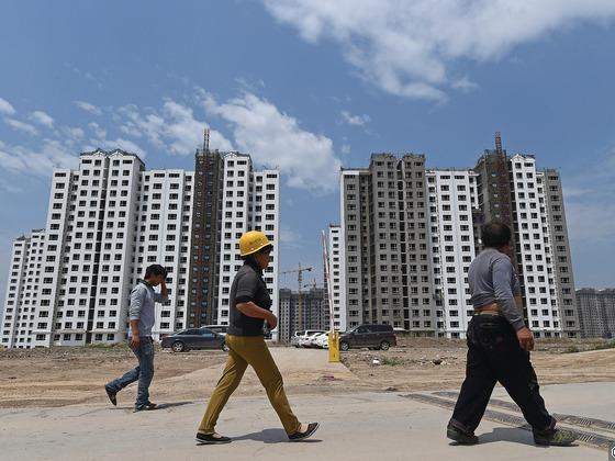 分析人士認爲,目前房地産的成交活躍,下半年房地産投資不會大幅度放緩。