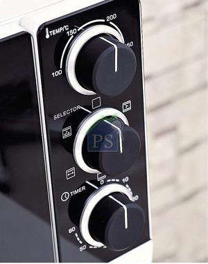 爐身提供5種加熱功能選擇,包括:上下發熱連循環熱風、上發熱管連循環熱風,以及上發熱管連旋轉烤焗等。