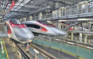 高鐵香港段列車早前經福田送抵香港,是首列高鐵列車以鐵路方式付運到港。(港鐵圖片)