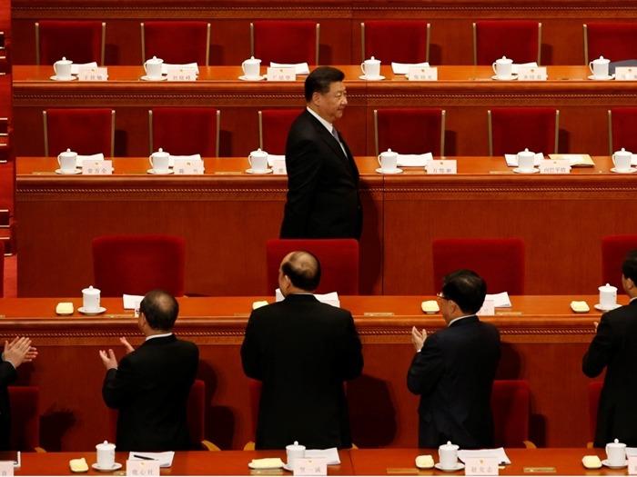 有分析指出,從近期閱兵活動中,官兵改喊「主席好」判斷,中共總書記習近平可能恢復毛澤東時期的黨主席制。