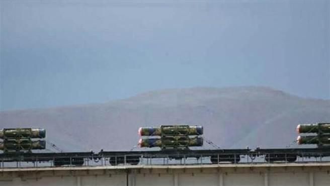 互聯網今天流傳多張照片,清晰顯示行駛於高原地區的列車,正運道一批紅旗-16。
