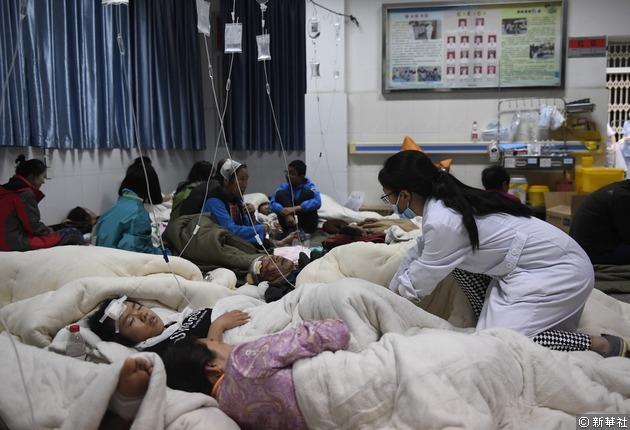 九寨溝縣人民醫院到處都是傷患。