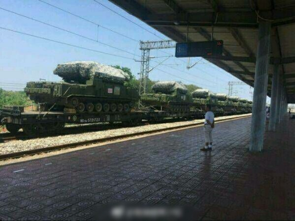 解放軍再被曝光疑似利用軍用運輸火車,把紅旗-17短程防空導彈系統送至西藏。