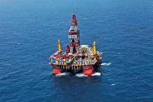 中越因南海主權爭議,不時引發對峙,近日越南在原本屬於中國區塊秘密鑽探,令局勢升溫。圖為中國海洋石油2014年5月11日曾在西沙群島海域開採石油。(新華社資料圖片)