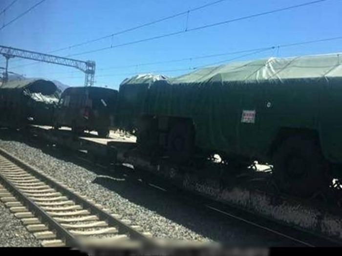 傳正運送西藏的東風導彈。