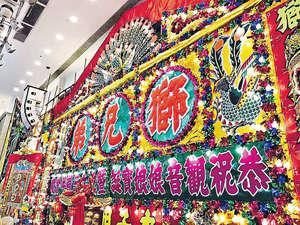 上月「獅兄弟」3周年會慶上,店舖為其製作40呎闊的室內花牌,更將經典的棉花字重現。(相片由受訪者提供)