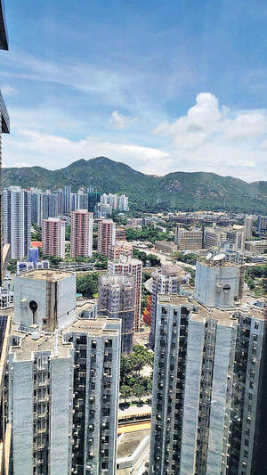 單位樓層高,視野可跨越前方樓群遠眺山景
