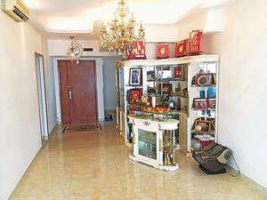 大廳備有水晶吊燈裝飾,高貴典雅。