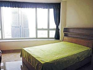 此室採弧形窗設計,令景觀更立體。