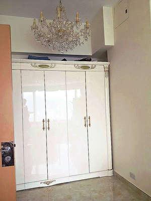此室已備有衣櫃。