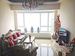 客廳選用歐陸風格的家具擺設,饒富特色。
