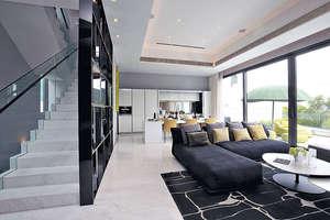 洋房樓高兩層連天台,地下採用落地大玻璃以提高採光度,景觀顯得分外開揚。(本刊攝影組)