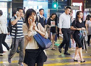 近年電話騙案猖獗,令市民對陌生來電有更大戒心,因此社會上亦有愈來愈多聲音要求當局加強人對人促銷電話的規管。(資料圖片)
