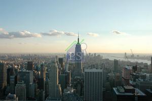 全球房地產的投資額持續上升,10大跨境投資者中佔半數為亞洲投資者,當中絕大部分資本流入美國、英國及德國。圖為美國紐約商廈群。