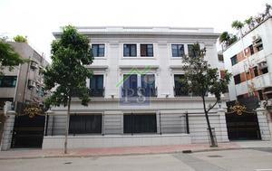 九龍達之路9號逾萬呎大屋,由第一集團以公司股權轉讓方式售出,作價約5億元。
