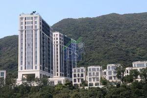 由梁安琪女兒何超欣持有的山頂超級豪宅Mount Nicholson兩單位,市傳剛以120萬元獲預租,呎租高見136元。