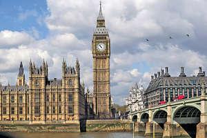 近日涉及英國的麻煩事不斷,例如赴英留學的學生簽證延誤問題、脫歐後續工作未如順利等。(新華社資料圖片)