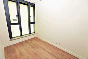 睡房方正實用,地板以複合木鋪砌及配以油漆腳綫。(本刊攝影組)