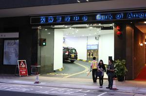 美國銀行中心停車場兩個車位,獲投資者林一鳴等人以838萬元承接。