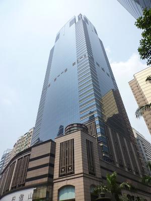 上環中遠大廈一個車位以428萬元易手,料屬本港商廈車位價次高。