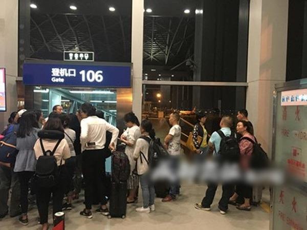 海航一班飛機,疑因機師帶錯護照,延誤15小時。