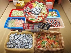 Daniel會與不唔同的食品行家合作,推出時下熱賣的產品,如早前有報導介紹過香港製造的「史蜜夫糖果」、成巷成市熱賣的長洲糯米糍等。