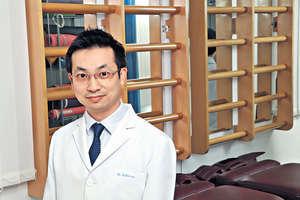 註冊脊醫王漢榮表示,因退化性引致的膝痛很普遍。