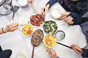 打工仔外出用膳或叫外賣,食物味道、選擇未必如意,故此在辦公室煮食,也是另一個選擇。(資料圖片)