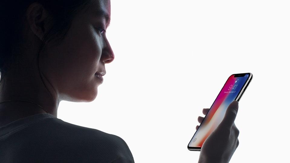 蘋果公司為紀念iPhone問世十周年,推出被形容「驚艷」的iPhone X手機。