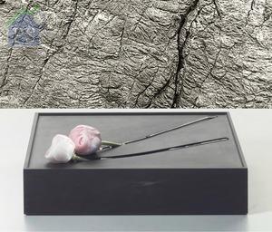 逸舍內亦以「石上生花系列」花瓶,讚頌大自然孕育生命的完美一刻。
