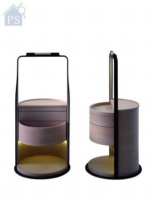 驟眼看來似是傳統多層式禮餅盒的床頭櫃,同時附設LED閱讀燈,是展覽中不可錯過的設計之一。