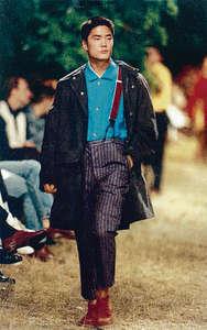 大家還記得黃家諾(Jimmy Wong)嗎?當年他曾經在意大利行騷,參加過 Giorgio Armani 和 G Gigli 的時裝展,圖為 1994 年G Gigli 時裝展。