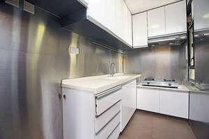 廚房兩邊已貼鋁片(曾有為攝)