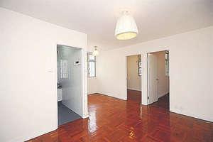 廳呈L形設計,空間寬敞。(黃建輝攝)