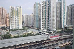 單位向東,俯瞰港鐵九龍灣站。(黃建輝攝)