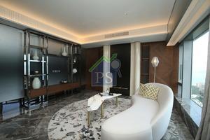 設計師將原有書房間隔牆移除,進一步延伸客廳空間。