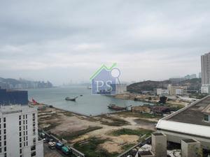 油塘灣原本以工廈及船廠為主,發展商計劃將該區重建為大型住宅及商業區,近年批出的方案擬發展6556伙。