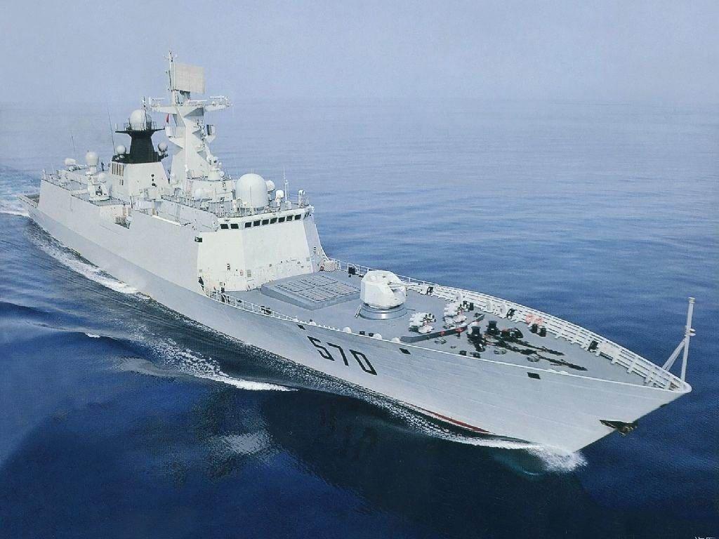 事發時,中國海軍黃山號導彈護衛艦和兩架殲11B戰機、一架直8直升機緊急應對,對美艦予以警告驅離。(資料圖片)