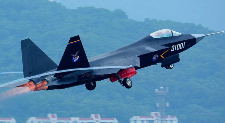 殲-31試飛。