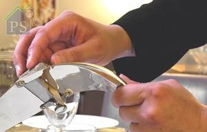 不論它閒置於餐桌上,還是握在手裡,也呈現出意大利人推崇的美學藝術。