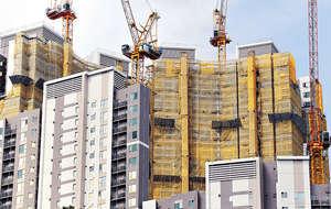 本港愈建愈多的置業階梯,其實是補貼無力以市價買樓者,購入資助房屋:而階梯愈多,受資助者愈多,庫房直接、間接損益自必愈多。(陳國峰攝)
