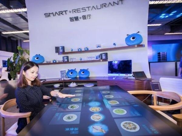 顧客以後可以在無人餐廳,通過餐桌屏幕自行點餐。