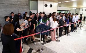 新地旗下日出康城晉海昨晚推售10伙,吸引逾40組買家到場登記。