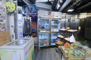 Kent還撥出部分位置出售日本水果及海鮮凍肉,發展零食以外的多元客路。