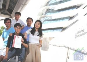 香港首支勇奪德國iF Design Talent Award的學生隊伍,4位成員及協力導師包括左一謝儉滔(Tony)、左二譚力謙(Arthur)、前排黃俊希(Zachary)、右一黃芷慧(Angela)及右二理大工業中心助理工程師曾智龍(Eric)。